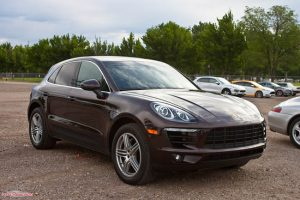With a basic architecture that somehow reminds us of the Audi Q5, Porsche Macan is an SUV with some pretty cool features.