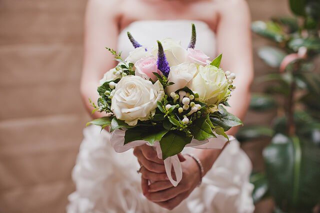 Give your wedding a totally unique style by undertaking some DIY