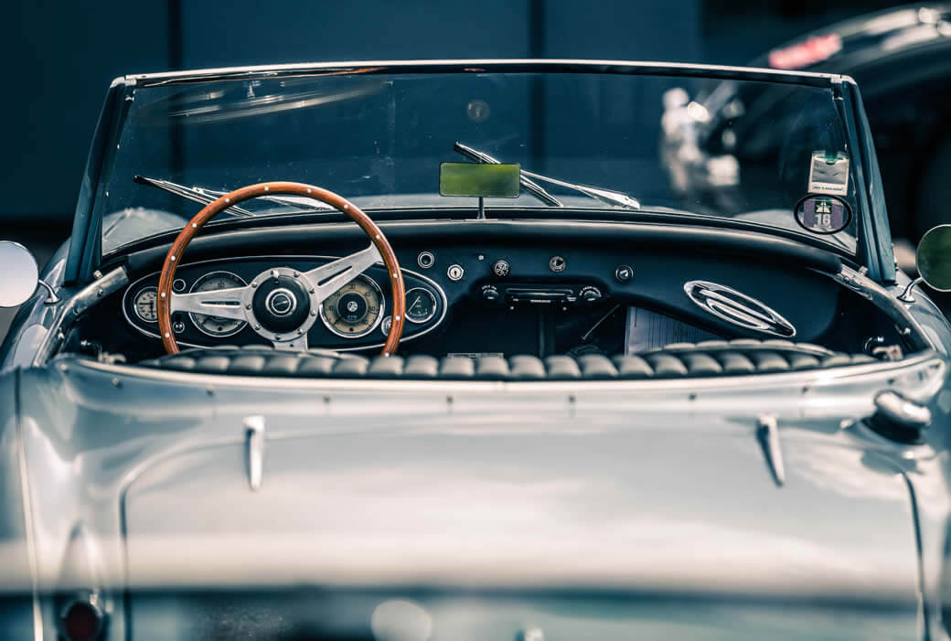 Frederique Constant celebrates the memory of the Austin Healey