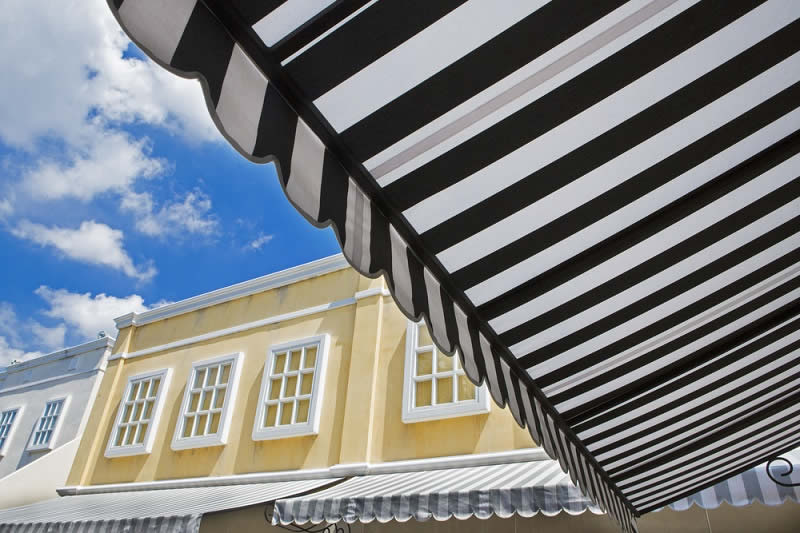 Top 6 Reasons to Install Retractable Patio Roofs for Your Property