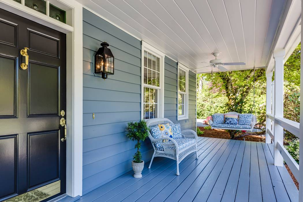 Best Ways to Extend Your Living Space with a Patio or a Deck