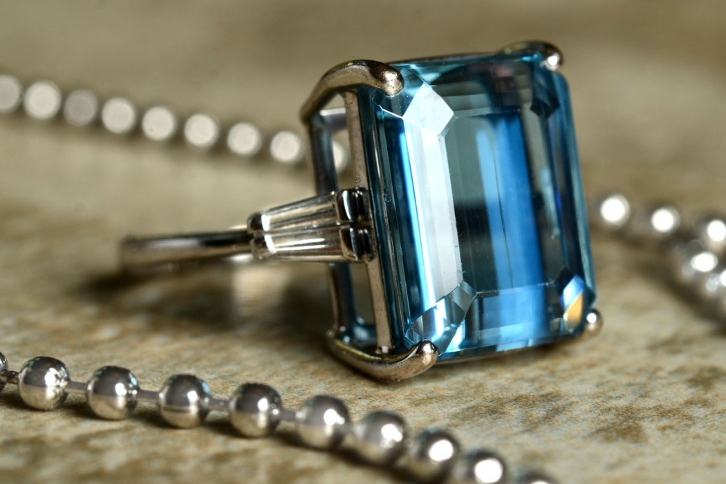 How to Shop for an Aquamarine Engagement Ring in 2020